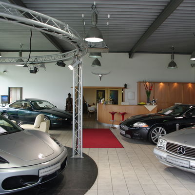 Showroom Ferrari, BMW, Jaguar, Mercedes