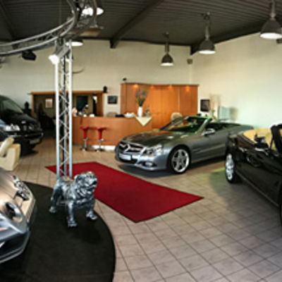 Showroom Mercedes SLR, Bentley, Mercedes SL, VW T5